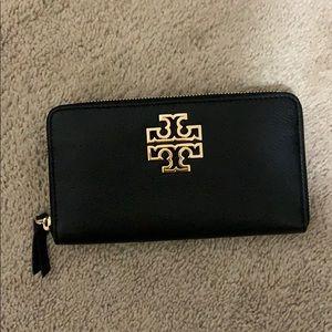Tory Burch Bags - NWT Tory Burch Britten Zip Continental wallet